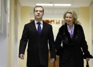 Супруги Медведевы